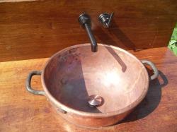 copper pot becomes a sink,